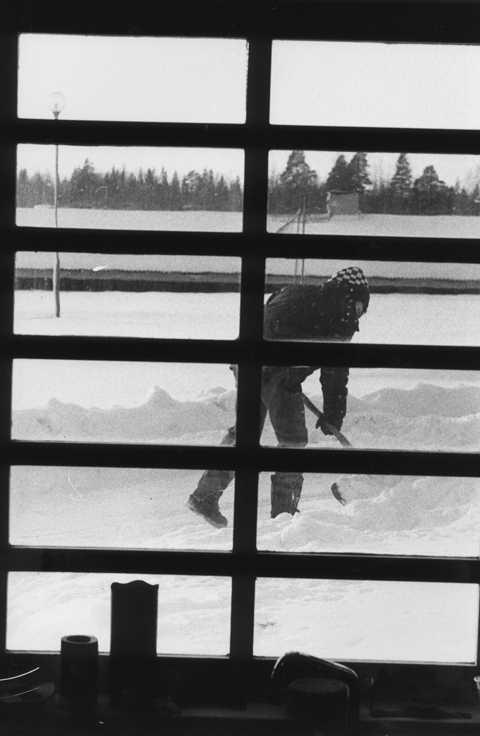 """AVSLÖJAS – AV GRANNEN Allt fler rapporterar bidragsfusk till Försäkringskassan. """"Det kan handla om människor som ser sina grannar skotta snö, trots att de blivit beviljade förtidspension för ryggvärk"""", säger Daniel Lundmark, verksamhetsutvecklare."""