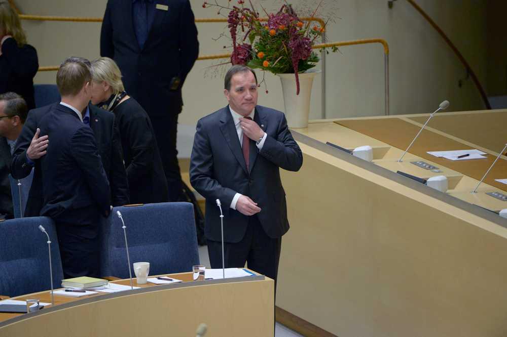 Statsminister Löfven på väg till talarstolen.
