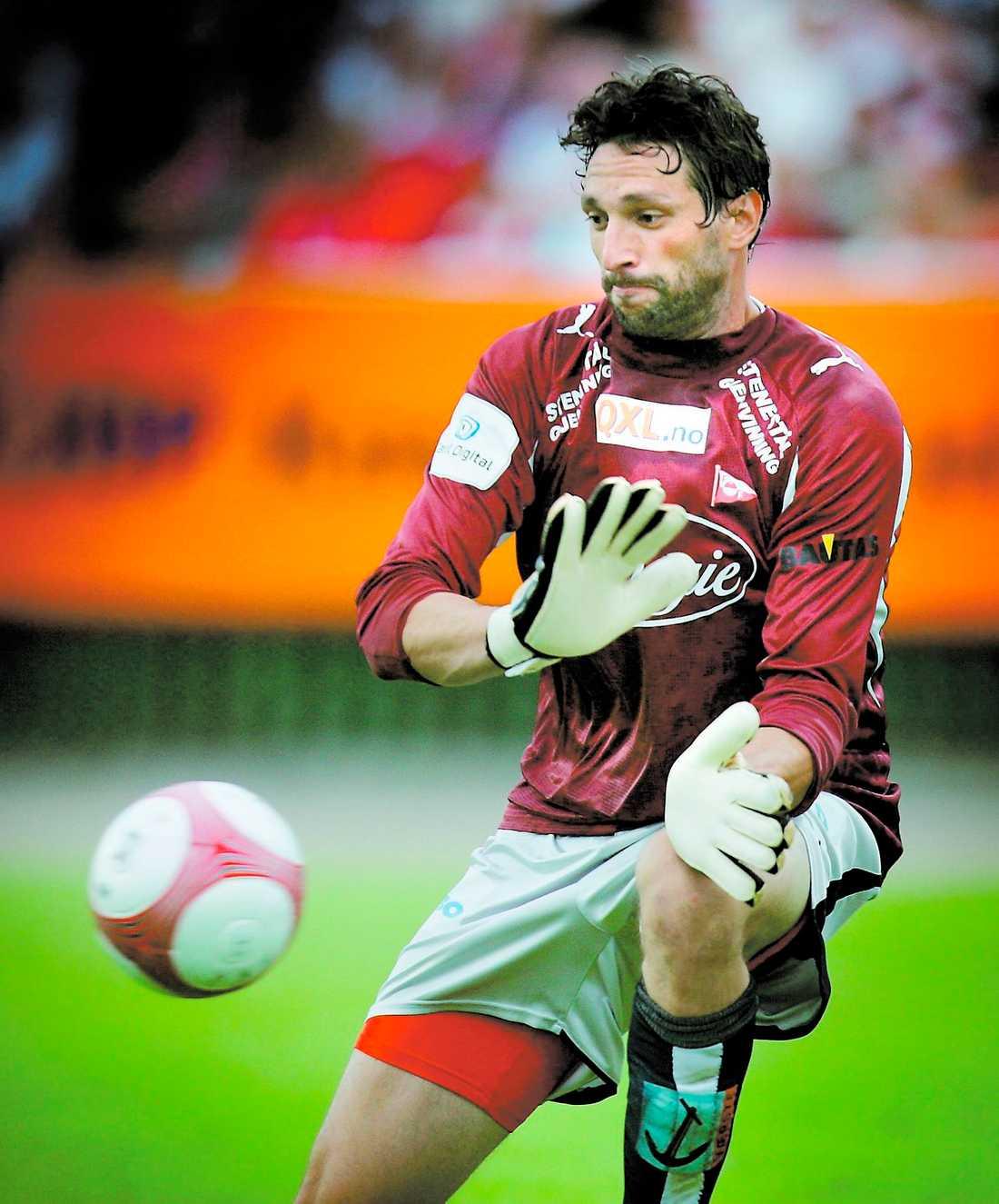 ÖVERENS Rami Shaaban och Hammarby är överens om ett fyraårskontrakt. Nu måste Bajen få fram de fem miljoner kronor som Fredrikstad kräver för landslagsmålvakten.