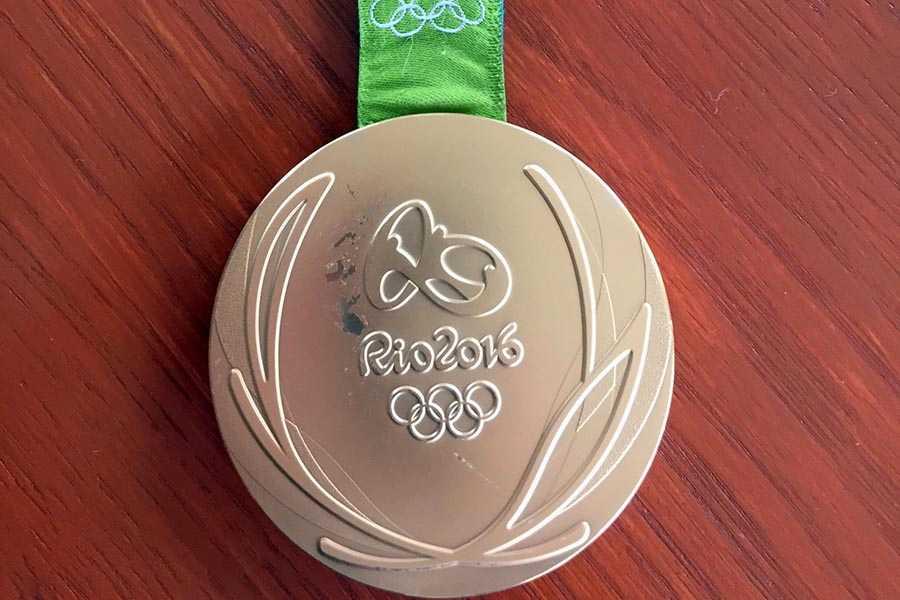 En av de OS-medaljer som har rostat sönder och kommer bytas ut.