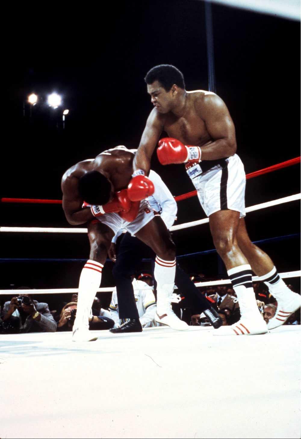 SISTA SHOWEN Muhammad Alis sista match gick mot Trevor Berbick, som för övrigt hann med att möta Mike Tyson också, 1981. Ali förlorade matchen.