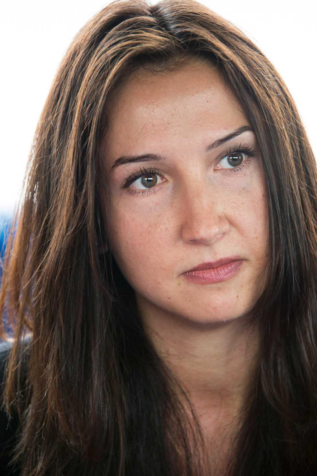Aida Hadzialic anonym hemma - kändis på Balkan