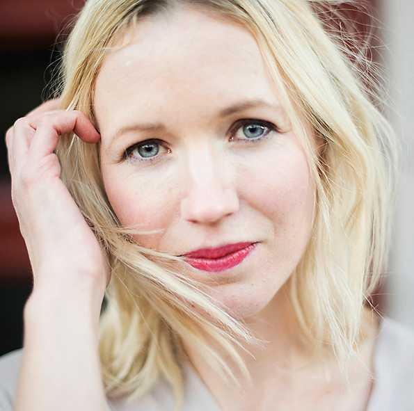 Ester Roxberg (född 1987), författare.