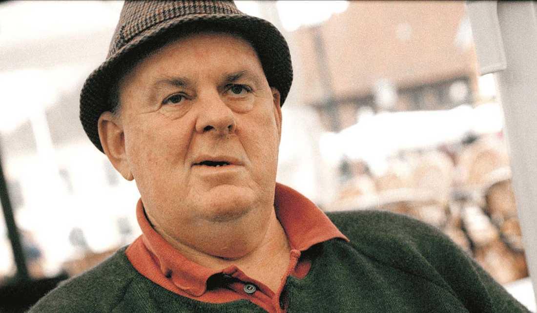 Den australiska poeten Les Murray har avlidit, 80 år gammal.