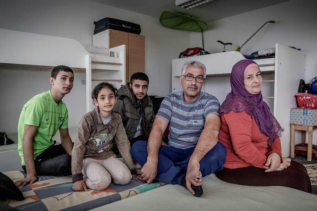 Familjen bor idag i en förort till tyska Leipzig.