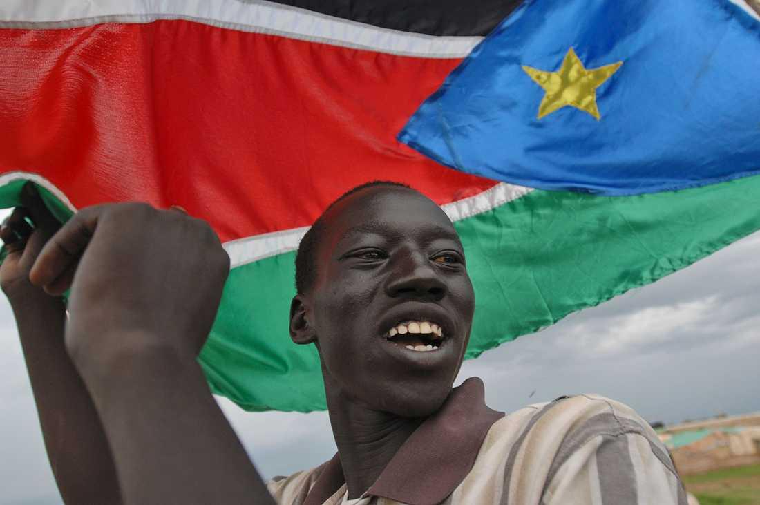 VÄRLDENS YNGSTA LAND 2011 erkändes Sydsudan i Afrika som självständigt land och kunde hissa den egna flaggan.