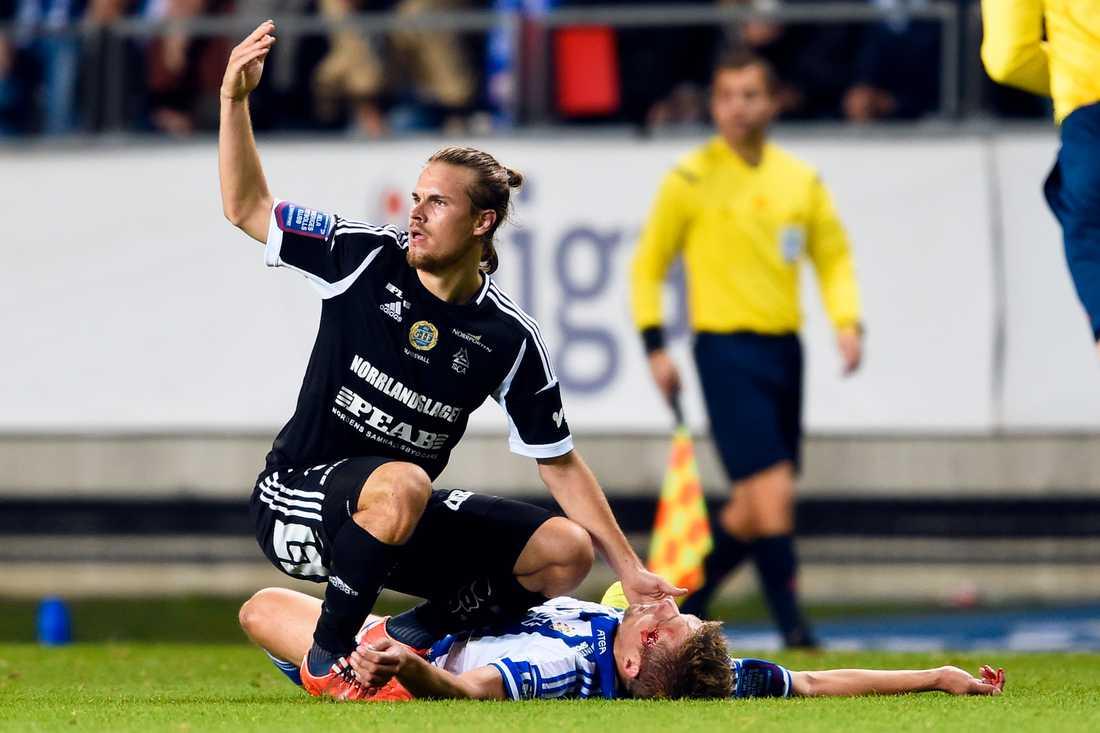 Mikael Boman skadad under matchen mot Gif Sundsvall