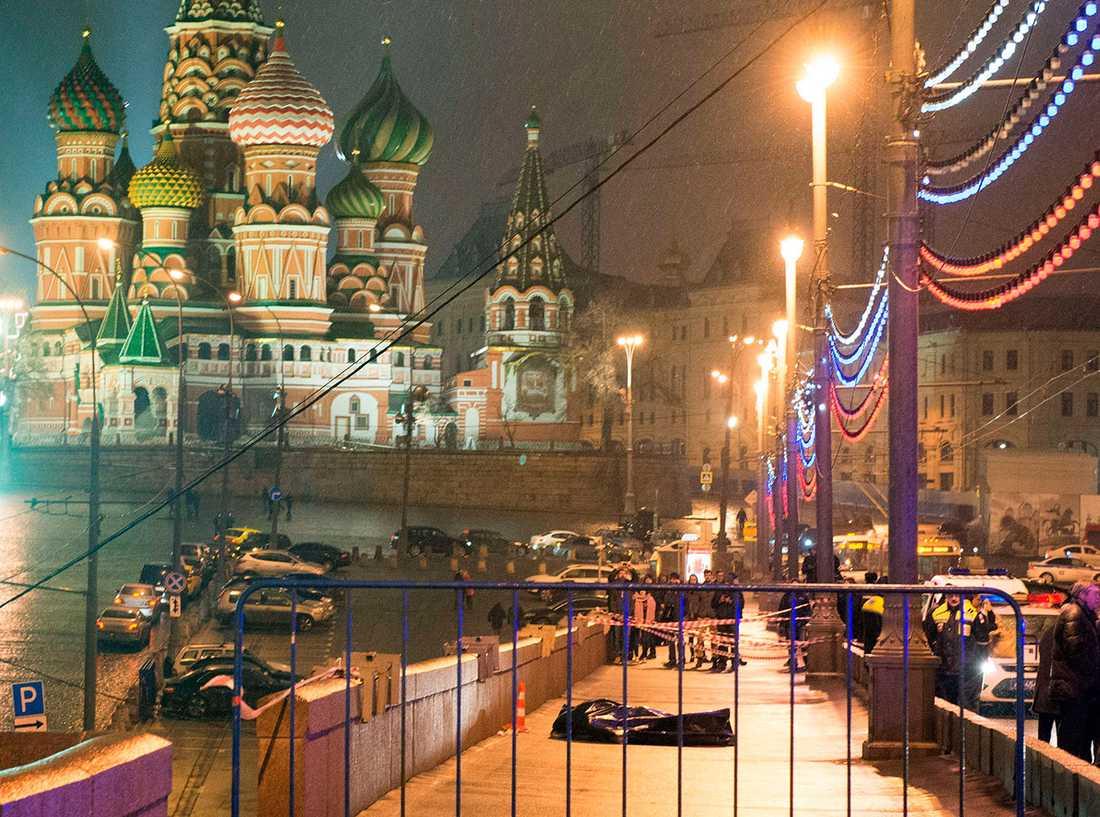 Nemtsovs kropp nära Kreml.