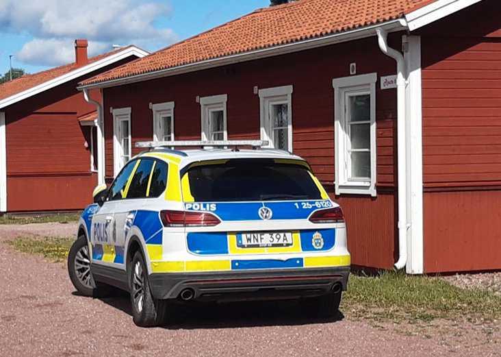 Polisen vill inte säga något om vilken typ av brott det rör sig om, men det kommer att vara avspärrat på platsen under dagen.