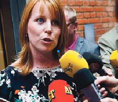 Annie Lööf möter pressen efter avskedet på Christina Lugnet.