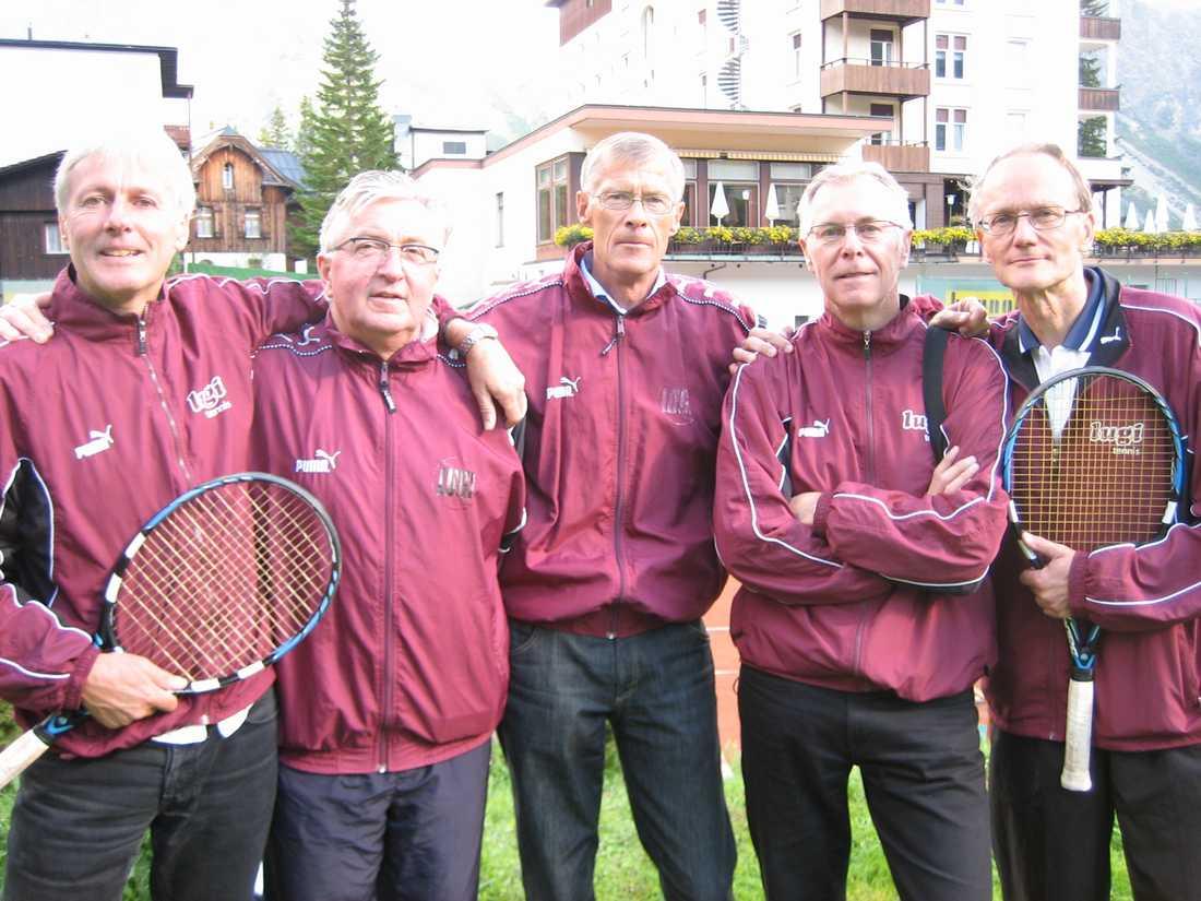 Göran Lundblad, Jan-Erik Friberg, Henrik Andrén, Sven Andrén och Magnus Feldt i Lugi Tennisförening efter att ha blivit Europamästare i Herrar 55 2008.