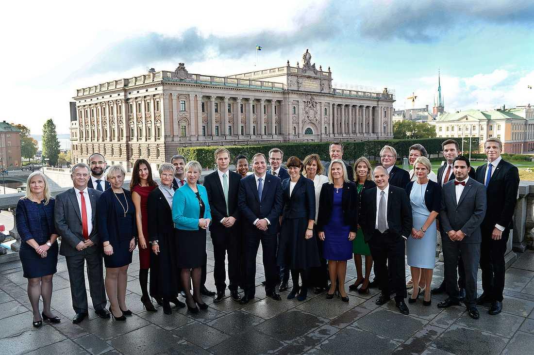 Här är de 24 ministrarna i nya regeringen.