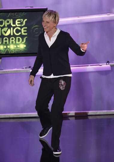 Ellen Degeneres, 2009: 54 kilo I dag är hon nere på 54 kilo och sägs vara superlycklig över sin nya slimmade kropp. – Hon har blivit helt fanatisk med vad hon äter, säger en källa till Star magazine och tillägger att talkshow-värdinnan och hennes fru Portia De Rossi, 36, har anställt en vegokock som serverar dem genomtänkt och nyttig mat.