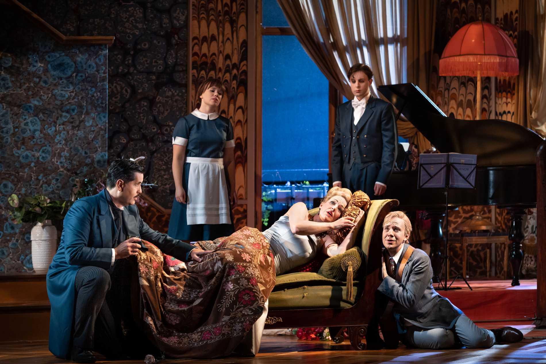 """Jeremy Carpenter, Beate Mordal, Elin Rombo,  Conny Thimander och Ruben Lundström i Rufus Wainwrights """"Prima Donna"""" på Kungliga Operan."""