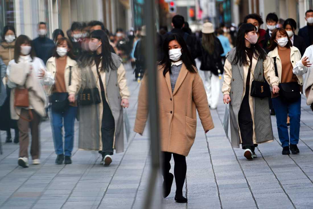 Tokyobor i munskydd.