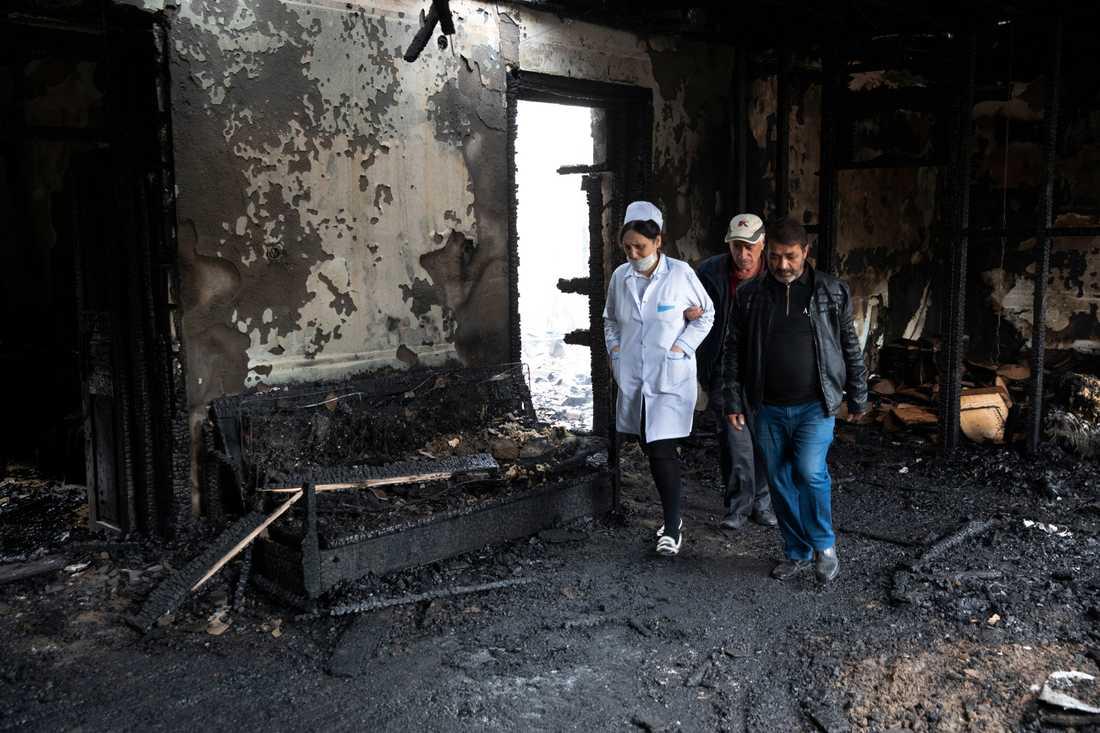En byggnad i Barda, Azerbajdzjan, har bränts ut helt och hållet efter eldgivning från armeniskt håll.