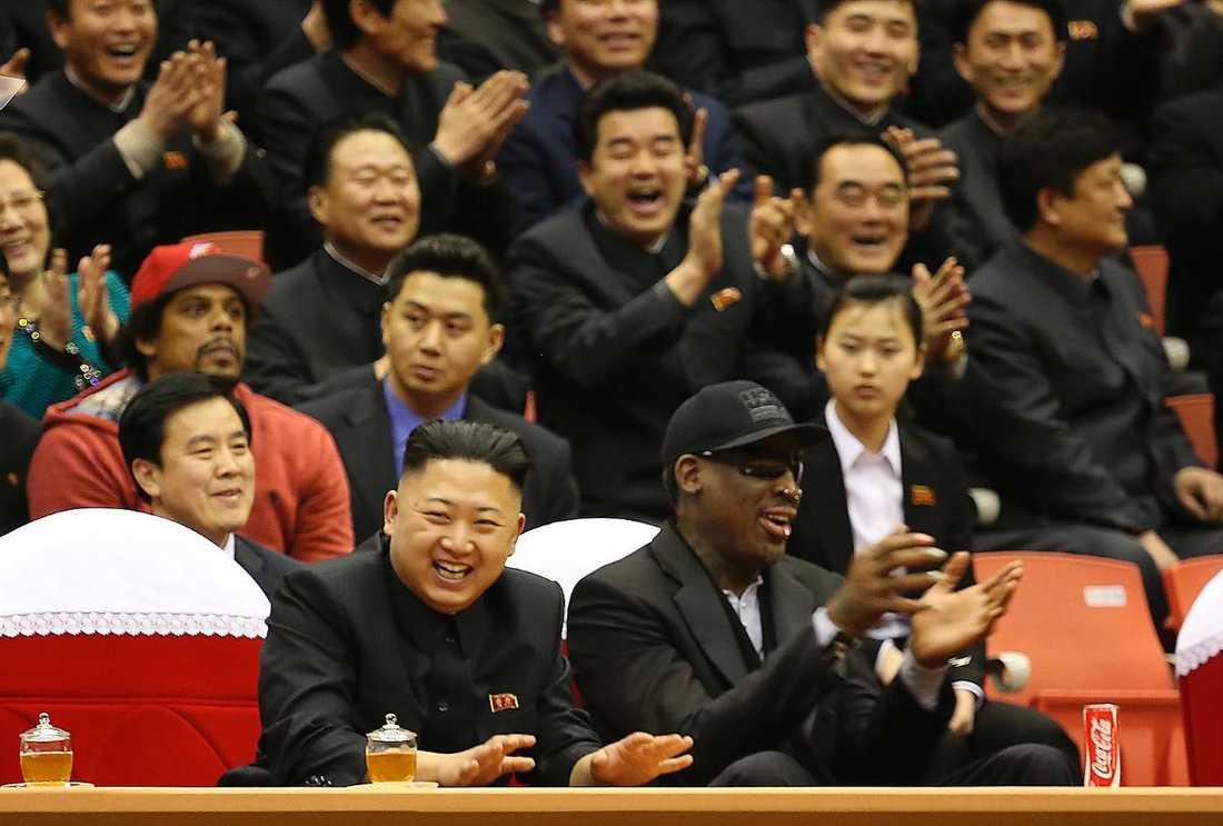 I februari var förre basketstjärnan Dennis Rodman på besök i Nordkorea. Han verkade trivas i diktatorns sällskap.