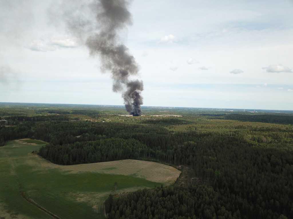 Brand på soptipp i Södertälje.