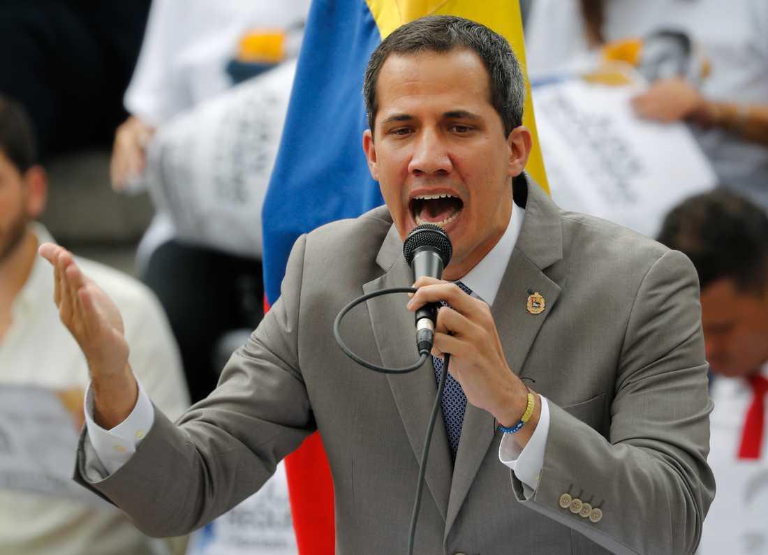Venezuelas oppositionsledare och självutnämnde interimspresident Juan Guaidó uppger att Maduro planerar att upplösa parlamentet. Arkivbild.