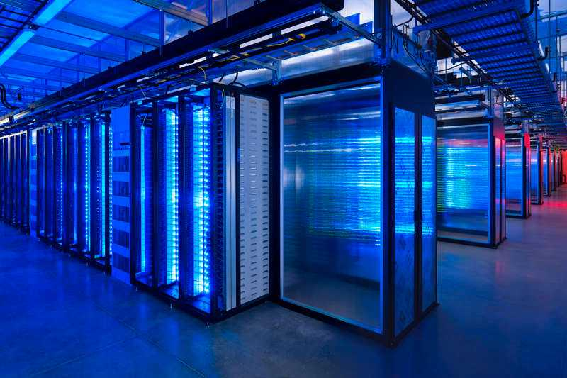 SAMARBETE Facebooks serverhallar innehåller mängder av information om vad du och dina vänner har för er. Information som Facebook delar med sig av till myndigheterna.