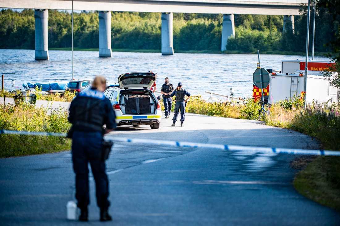 Polisens avspärrningar efter kraschen.