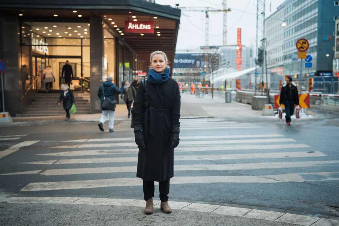 Kristina släpade Iryna i ett kvarter efter att hon blivit påkörd på Drottninggatan.