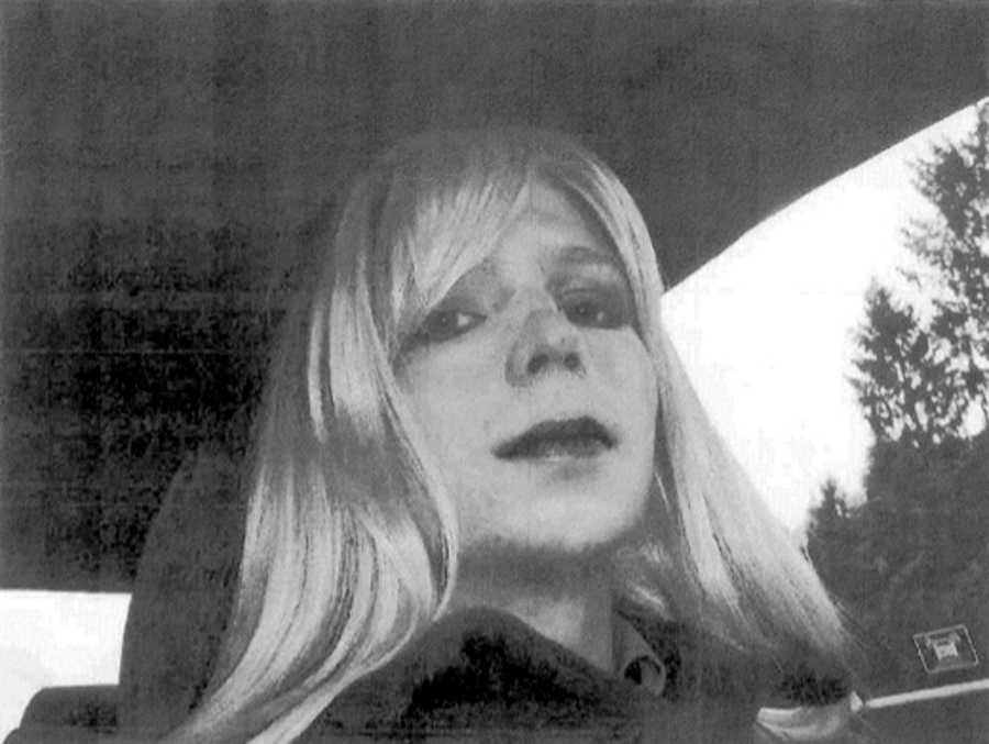 Bradley Manning skickade fotot av sig själv i blond peruk till sin psykolog.