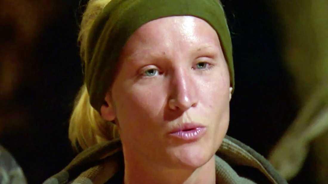 Sophie Hansson släpper bomben i örådet, precis när utröstningen ska starta.