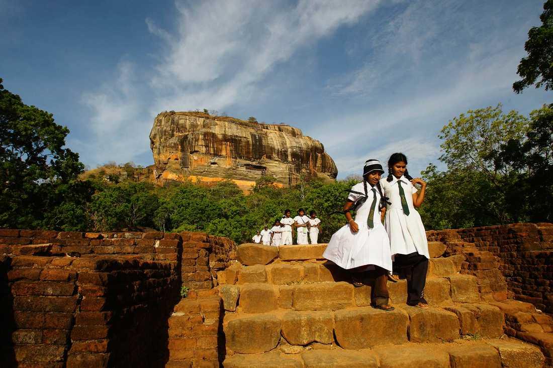 """Ett historiskt måste på Sri Lanka är ett besök vid Sigiriya. Här kan du bland annat besöka """"Lejonklippan""""."""