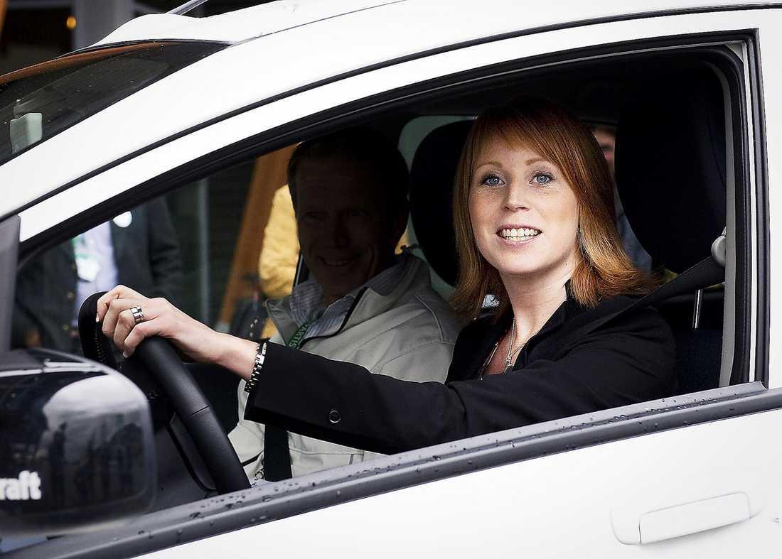 NAPPADE PÅ ERBJUDANDE Volkswagen och Eon betalade Centerpartiet i Jönköpings bil i valrörelsen, en förmån som Annie Lööf nyttjade. Som motprestation lämnade Lööf en muntlig utvärdering – något som Torbjörn Lindhe på Institutet mot mutor tycker ligger inom en gråzon.