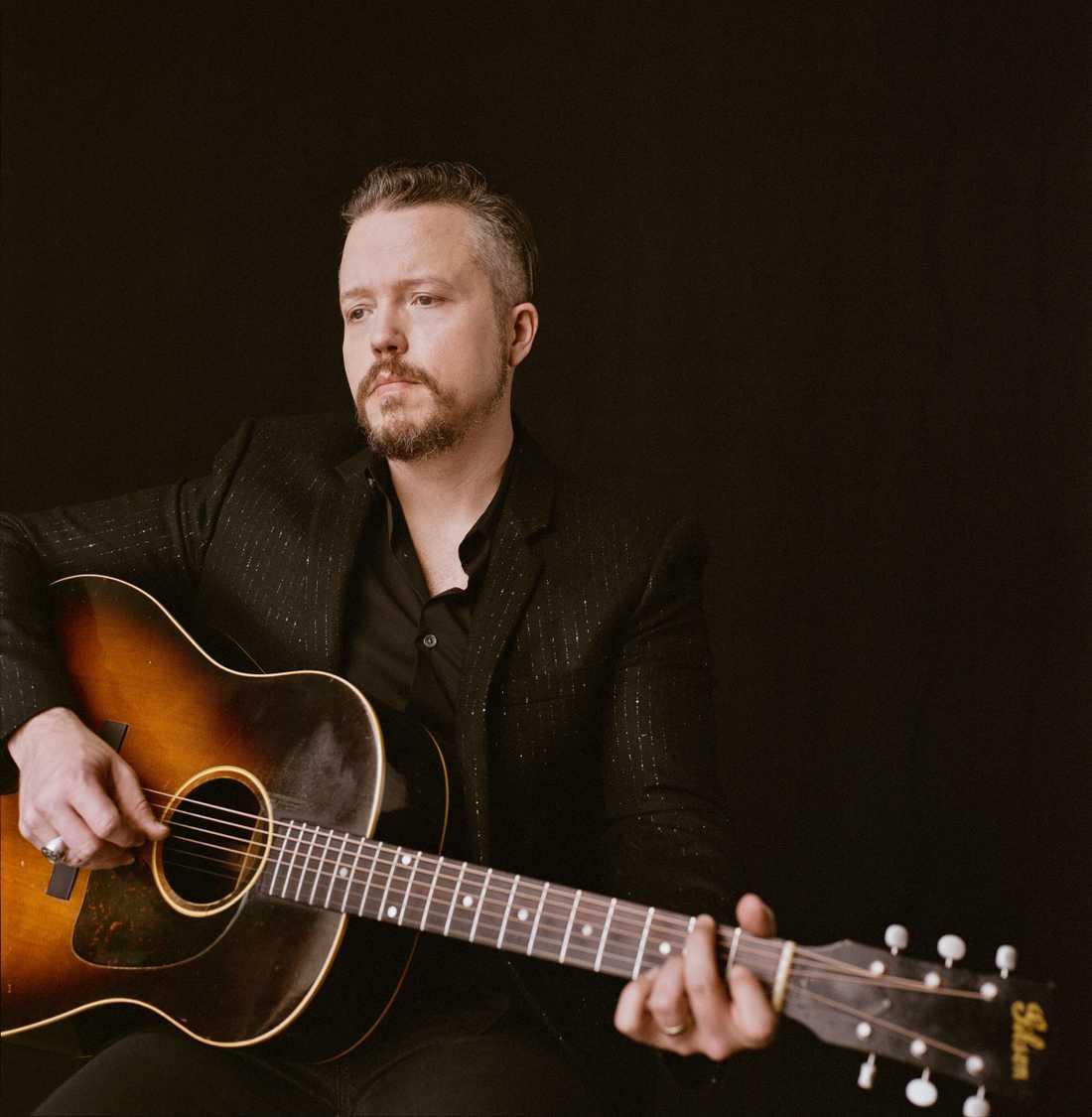 """Jason Isbell förstärker positionen som en av de bästa låtskrivarna inom modern americana på nya albumet """"Reunions"""". Skivan släpps 15 maj."""