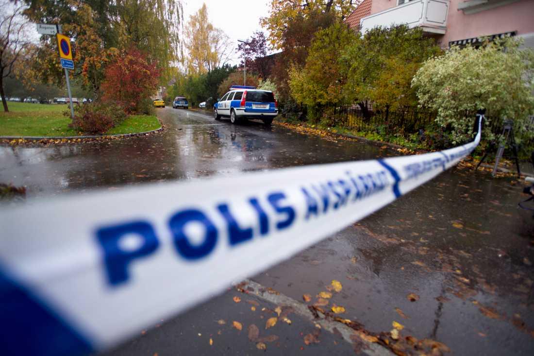 En 8-årig pojke och en 56-årig kvinna knivmördades i Linköping 2004. Nu skildras jakten på mördaren i en ny bok. Arkivbild.