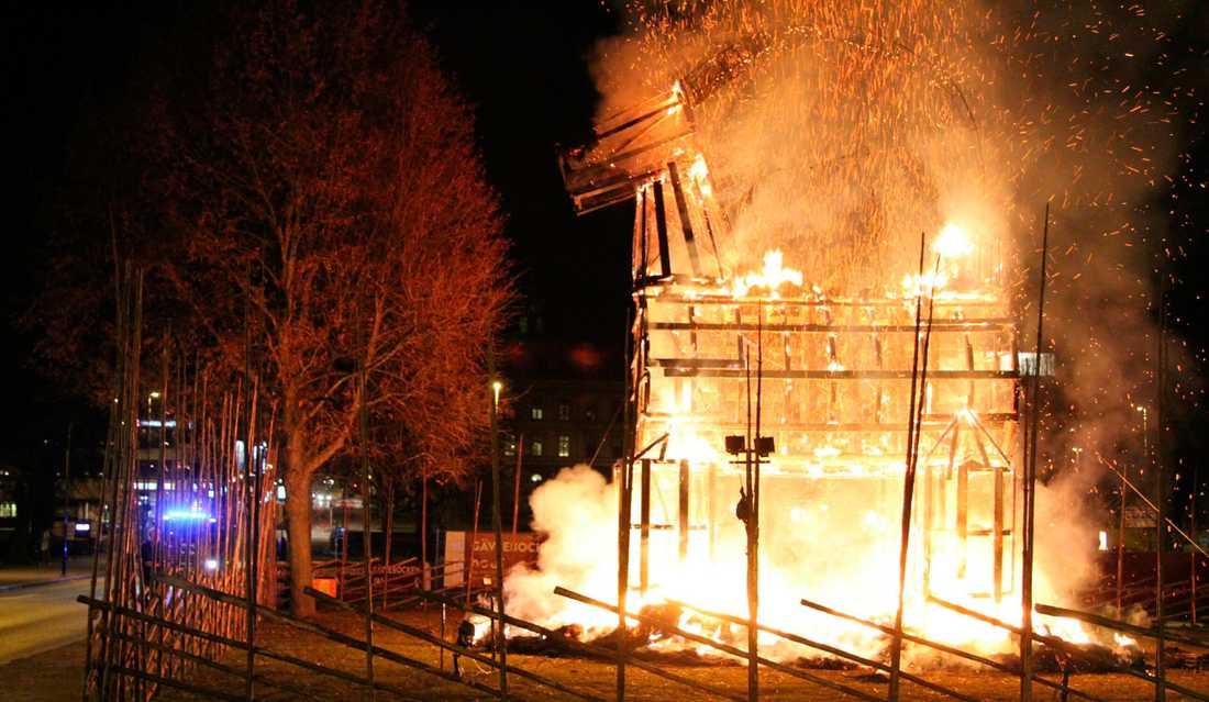 Ett par dagar efter julafton brann Gävlebocken ner.