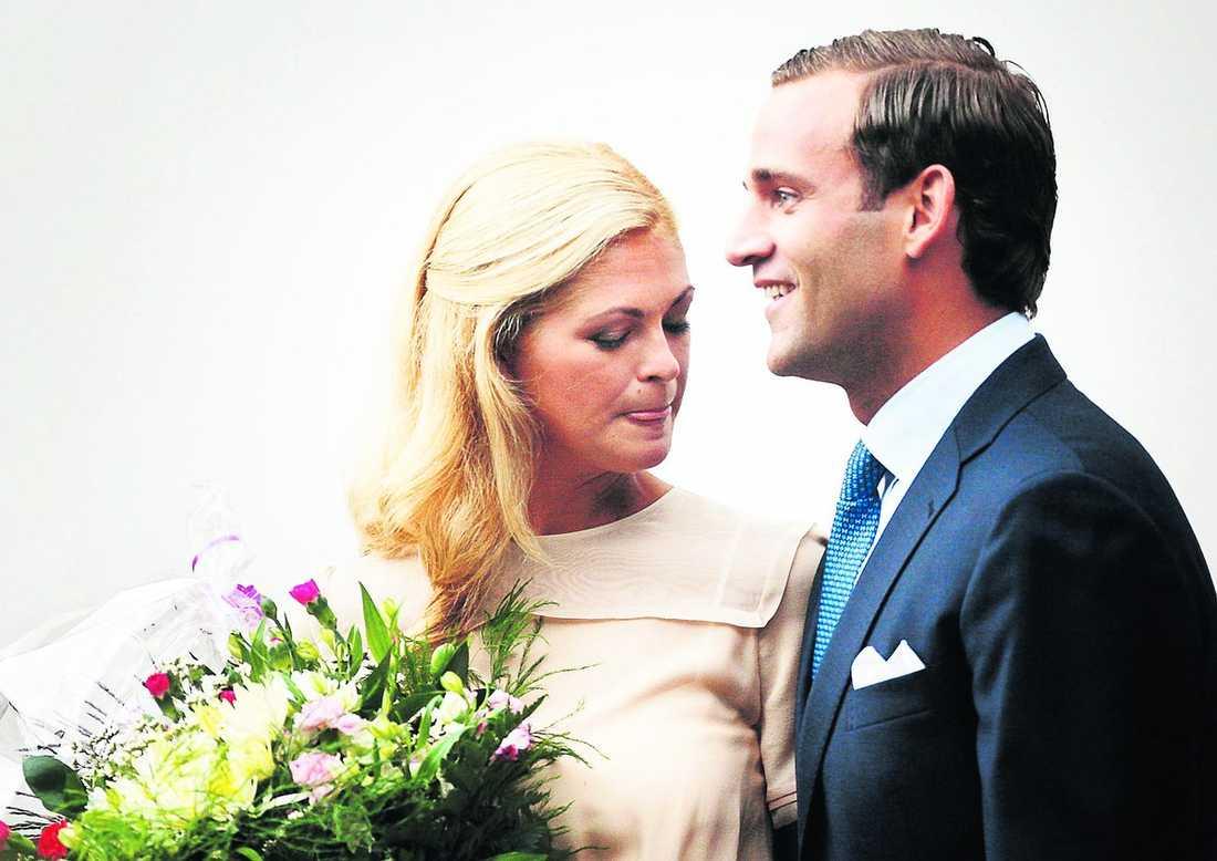5602b9d8cd46 har inte valt kyrka Prinsessan Madeleine och Jonas Bergström tillkännagav  sin förlovning i augusti förra året
