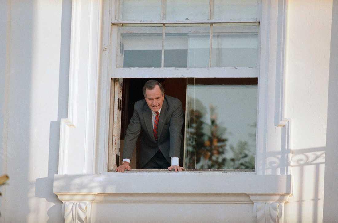 George Bush den äldre var ovanligt personlig vid tillträdet, och bjöd in vanligt folk till Vita huset. Bild från den 21 januari 1989.