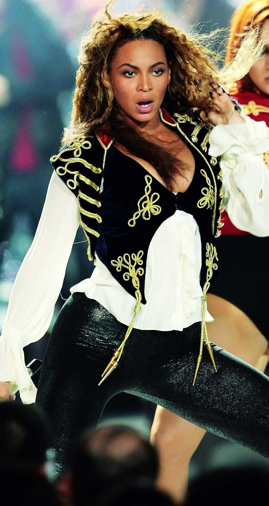 Allt är inte guld som glimmar, men Beyoncé strålar i alla fall på scenen under World music awards.