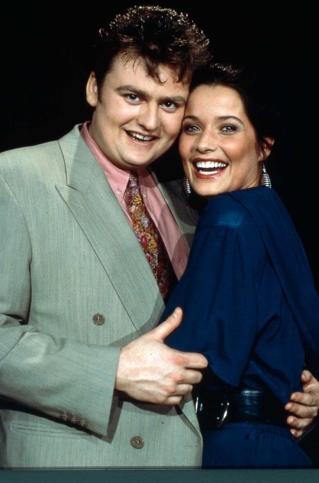"""""""Tur i kärlek"""" blev en stor succé i den då ganska nystartade tv-kanalen TV4. Här ses Adam Alsing tillsammans med Agneta Sjödin."""