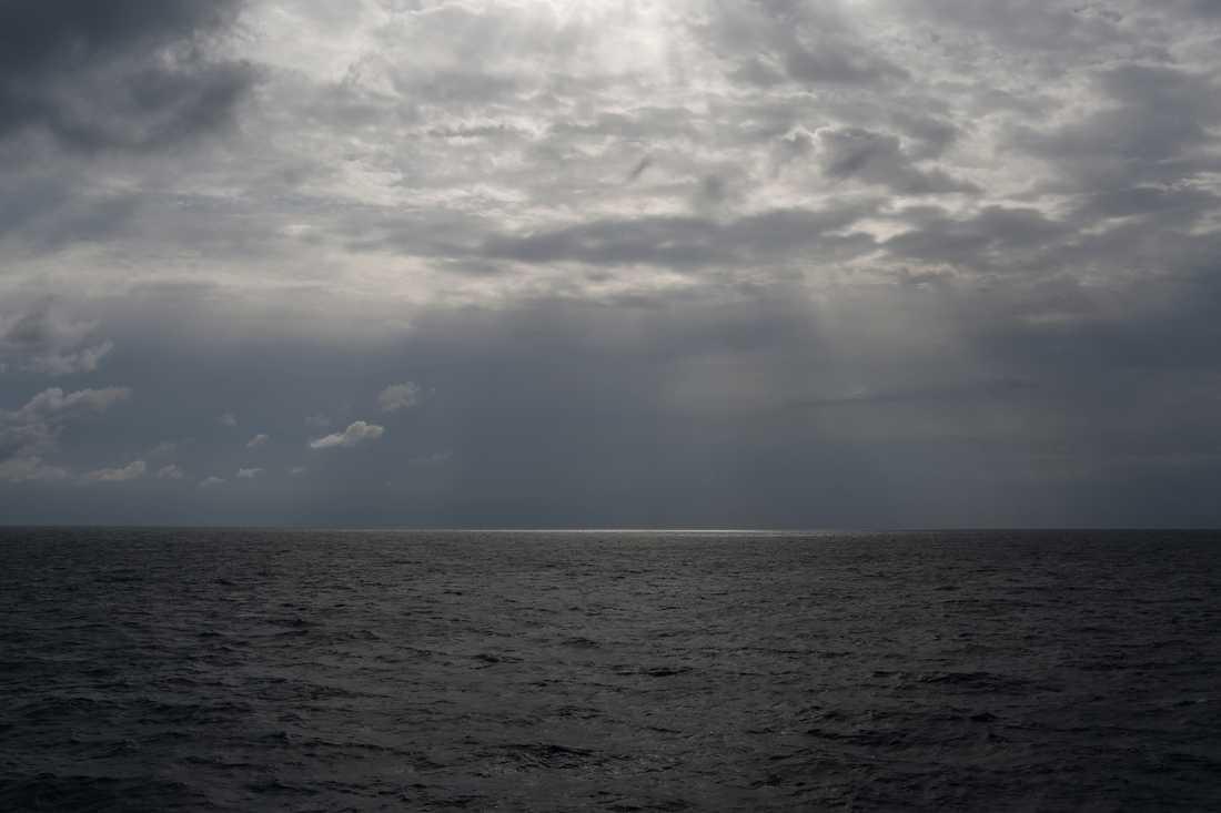 En båt med 50 personer ombord har kapsejsat utanför Libyens kust. Arkivbild från Medelhavet utanför Libyen.