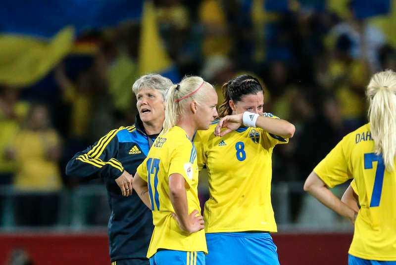 Gav allt. Besvikelsen var stor för Pia Sundhage, Caroline Seger och Lotta Schelin när deras Sverige i går slogs ut i EM-semifinalen mot Tyskland inför hemmapubliken på Gamla Ullevi.