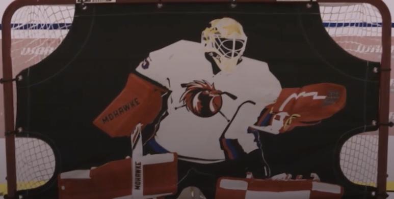 I Joel Lundqvists garage finns en egen hockeyrink.