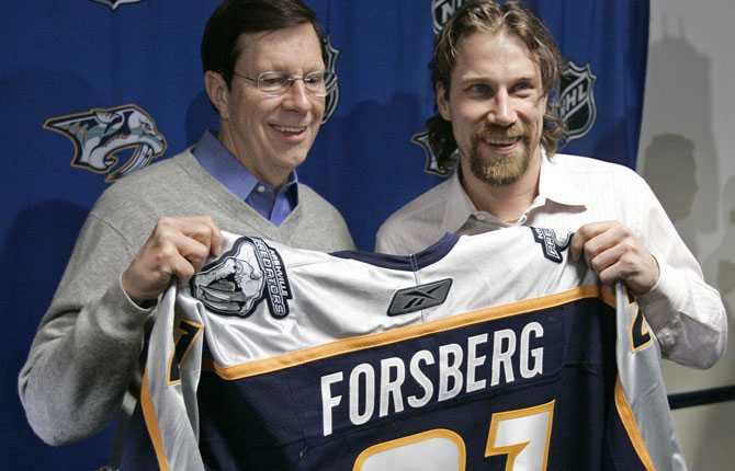 KLUBBYTET I februari 2007 kom beskedet, Forsberg tradas till Nashville i klubbens jakt på Stanley Cup-pokalen. Klubbens general manager David Poile är nöjd med bytet.