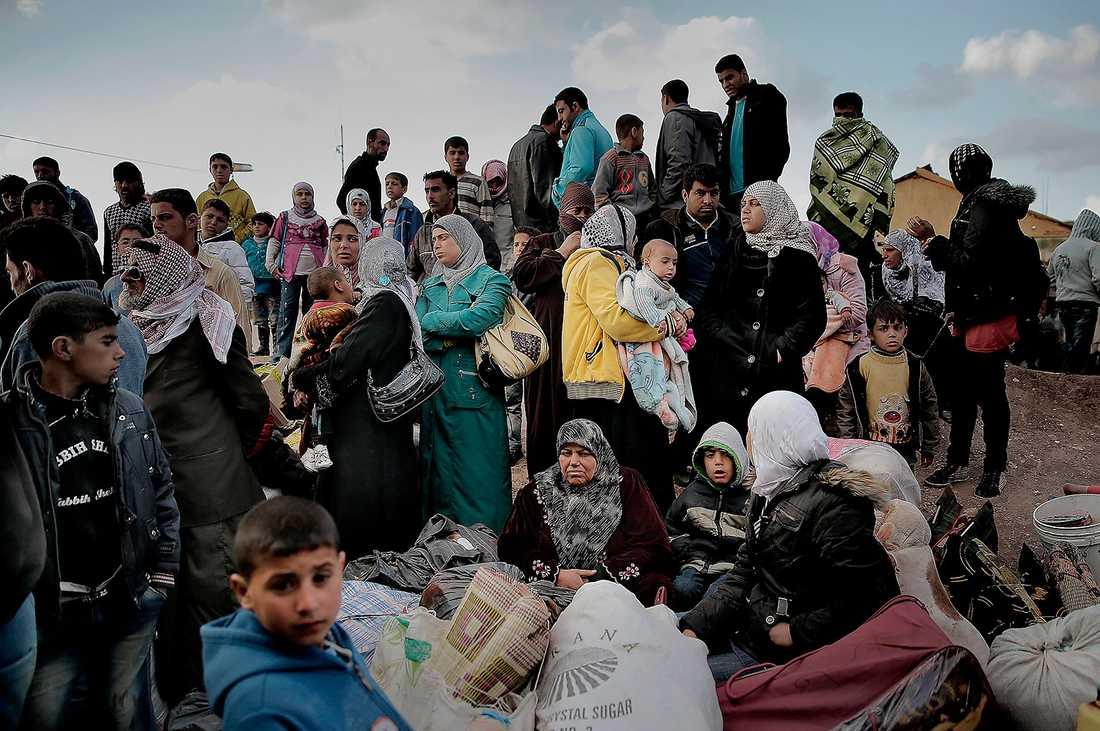 Varje dag flyr tusentals människor från inbördeskriget i Syrien och tar sig över gränsen till Jordanien.