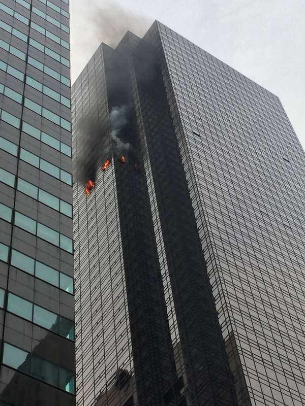 En brand har brutit ut på 50:e våningen i Trump tower.