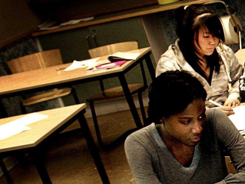 """BÄNKARNA GAPAR TOMMA Över 11 000 elever beviljas långledigt av sina skolor. Nu reagerar Skolverket: """"Vi tycker det här är anmärkningsvärt mycket"""", säger undervisningsrådet Birgitta Andrén."""