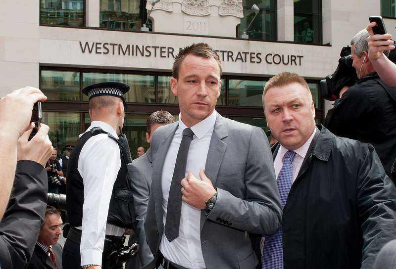 John Terry friades i går från rasistanklagelserna mot QPRs Anton Ferdinand. Men engelska fotbollsförbundet kan fortfarande straffa Chelsea-kaptenen.