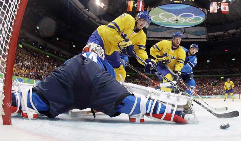 Loui Eriksson gör sitt andra mål mot Finland.