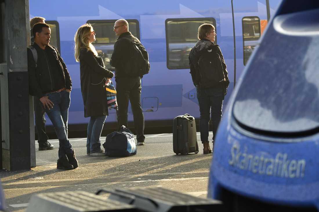Förseningarna i den skånska tågtrafiken väntas kvarstå under helgen. Arkivbild.