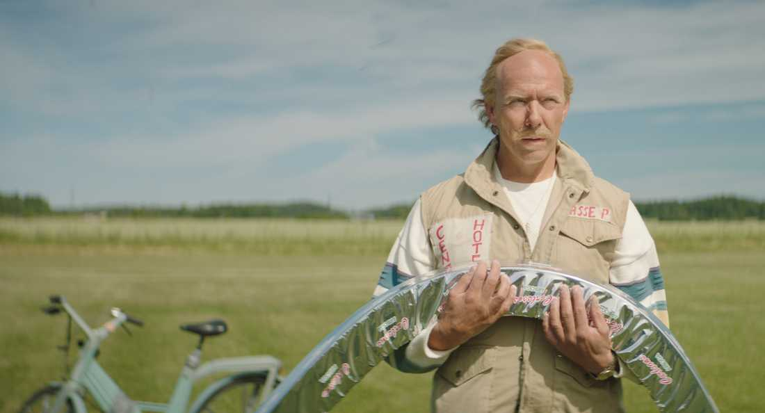 Mikael Persbrandt som Hasse P.