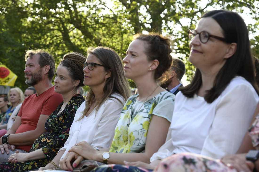 Flera ministrar satt längst fram när Per Bolund gjorde sitt första tal som MP-språkrör i Almedalen.