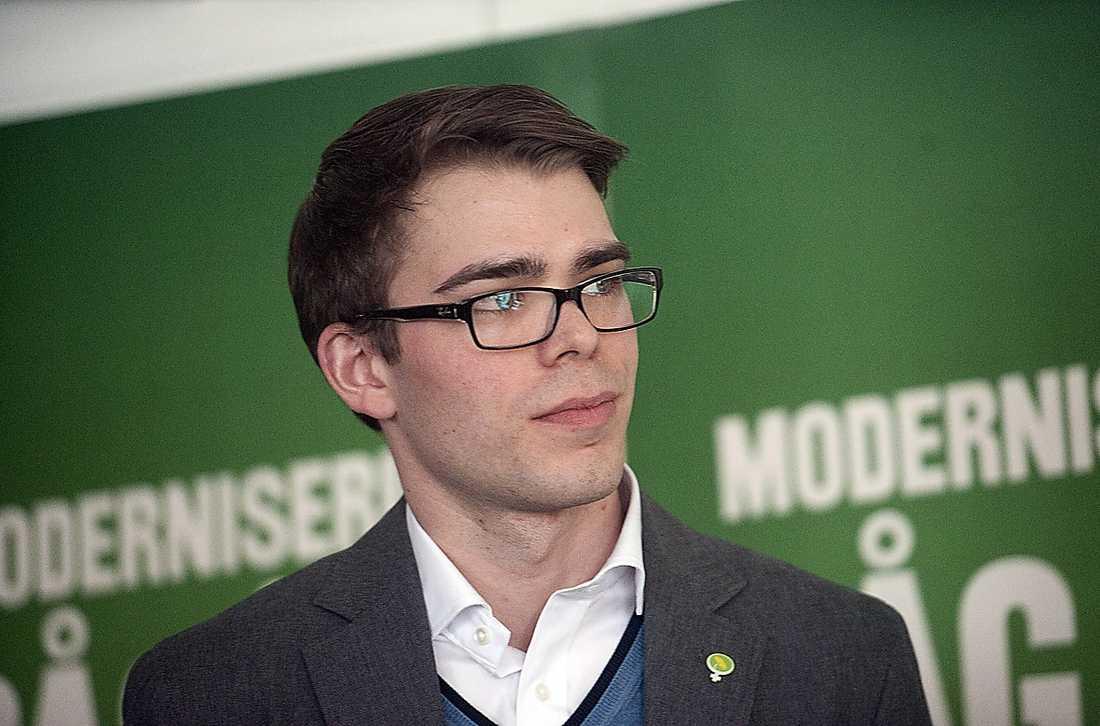 Miljöpartiets partisekreterare Anders Wallner menar att deras väljare vill se en annan politik i Sverige – och därför hellre stödjer oppositionen.